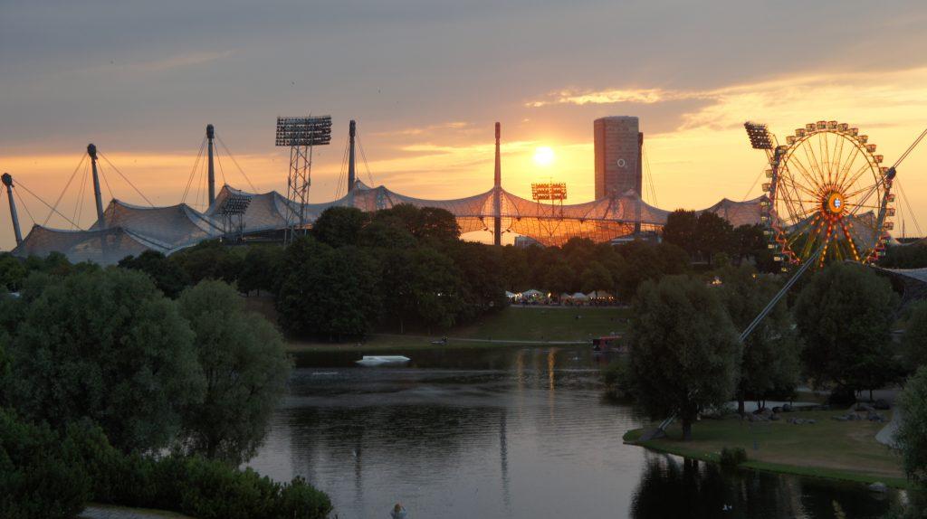 München Olympiapark Sonnenuntergang Im Park Sommerfest
