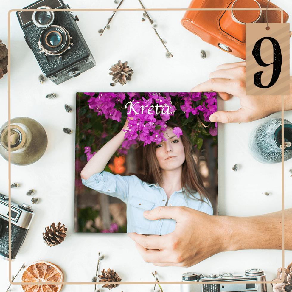 Die Fotos eures letzten Urlaubes verstauben irgendwo auf der Festplatte? Hinter Türchen Nummer 9 verbirgt sich heute ein Fotobuch von Foto Sauter. Ihr könnt das Buch selbst gestalten und eure Lieben damit überraschen. Ein perfektes persönliches Weihnachtsgeschenk! Mitmachen könnt ihr heute auf Instagram.