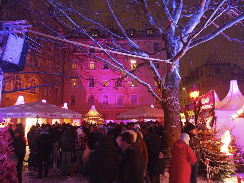 aussergewoehnlichsten_schoensten_Weihnachtsmaerkte_Muenchen_Weihnachtsmarkt_pink-christmas_Glockenbachviertel